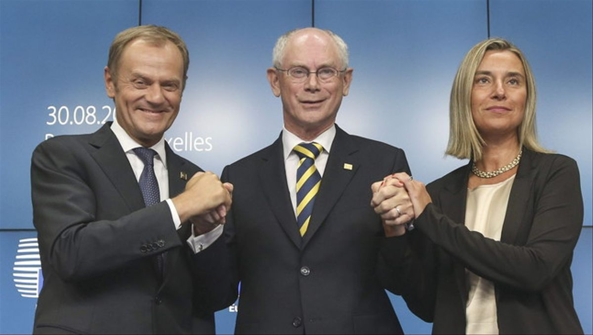 Donald Tusk con Van Rompuy y Fererica Mogherini este sábado después de los nombramientos