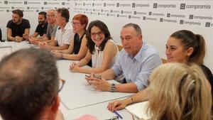 Joan Baldoví, junto a Mónica Oltra, durante la reunión de la ejecutiva de Compromís, este lunes, en València.