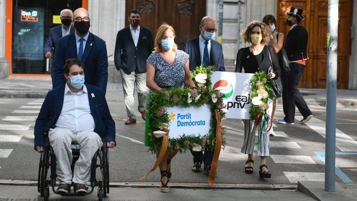 El Partit Demòcrata participando en la tradicional ofrenda.
