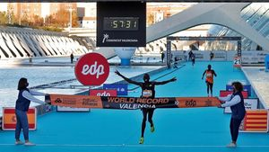 GRAFCVA221  VALENCIA  06 12 2020 - El atleta keniata Kibiwott Kandie destrozo el record del Mundo en la Medio Maraton de Valencia con un tiempo oficioso de 57 32 minutos  rebajando en casi medio minuto la plusmarca de su compatriota Geoffrey Kamworor (58 01) que ostentaba desde septiembre de 2019  EFE Manuel Bruque