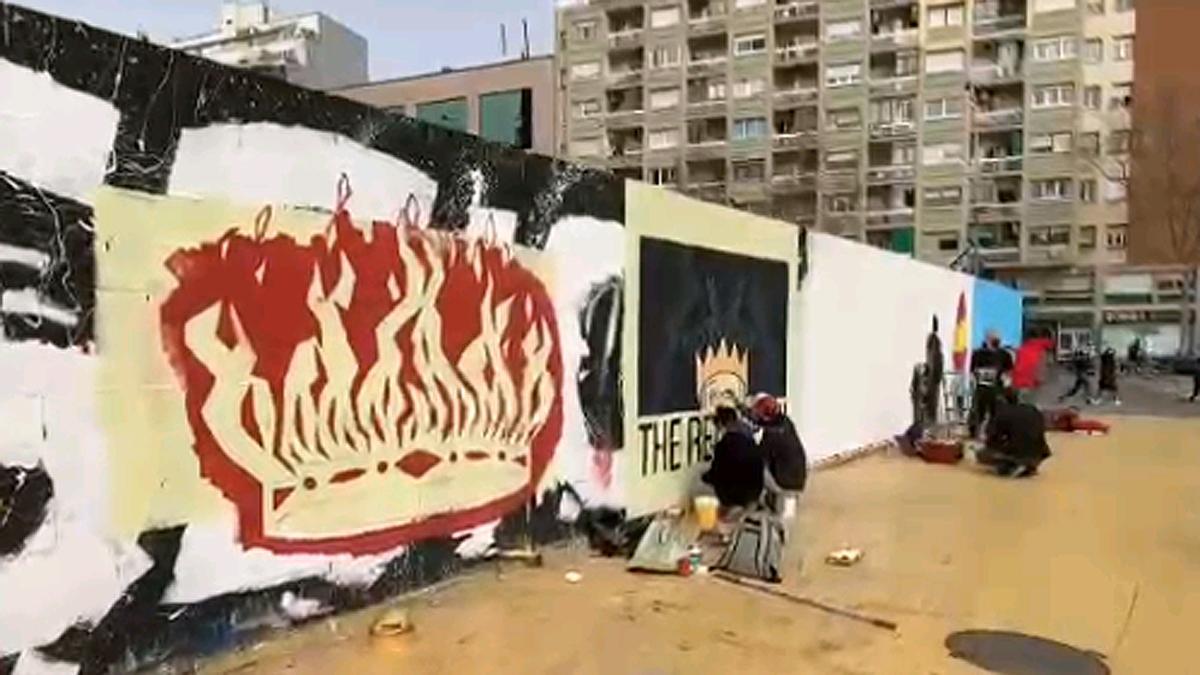 Murales en los jardines de les Tres Xemeneies