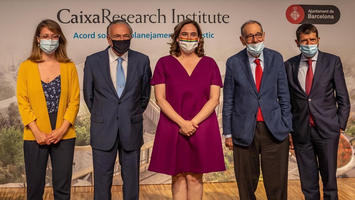 Janet Sanz, Isidre Fainé, Ada Colau, Javier Solana y Albert Batlle, en CosmoCaixa durante la presentación del CaixaResearch Institut.
