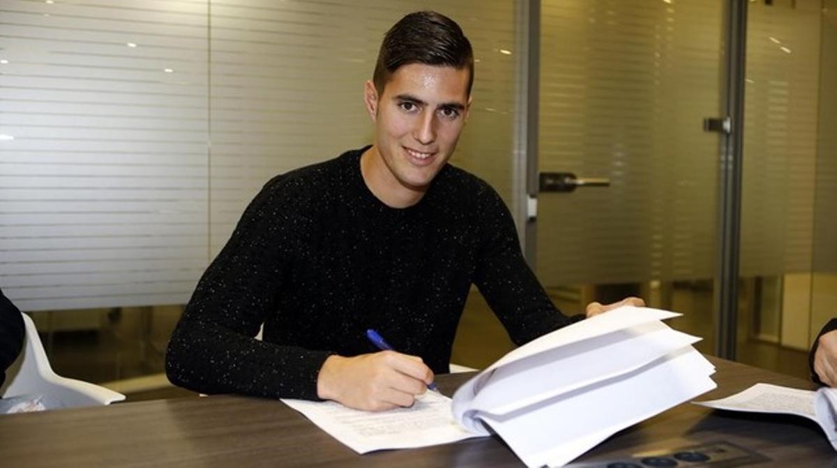 Sergi Guardiola firma su nuevo contrato con el Barça B.