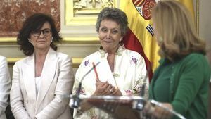Rosa María Mateo (en el centro), el pasado 30 de julio, cuando asumió el cargo de administradora única provisional de RTVE.