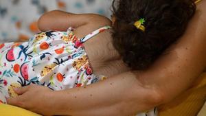 Una de las menores que consumió el medicamento junto a su madre.