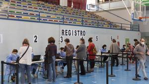 Una notícia falsa porta milers de persones a anar a vacunar-se sense cita a Sevilla