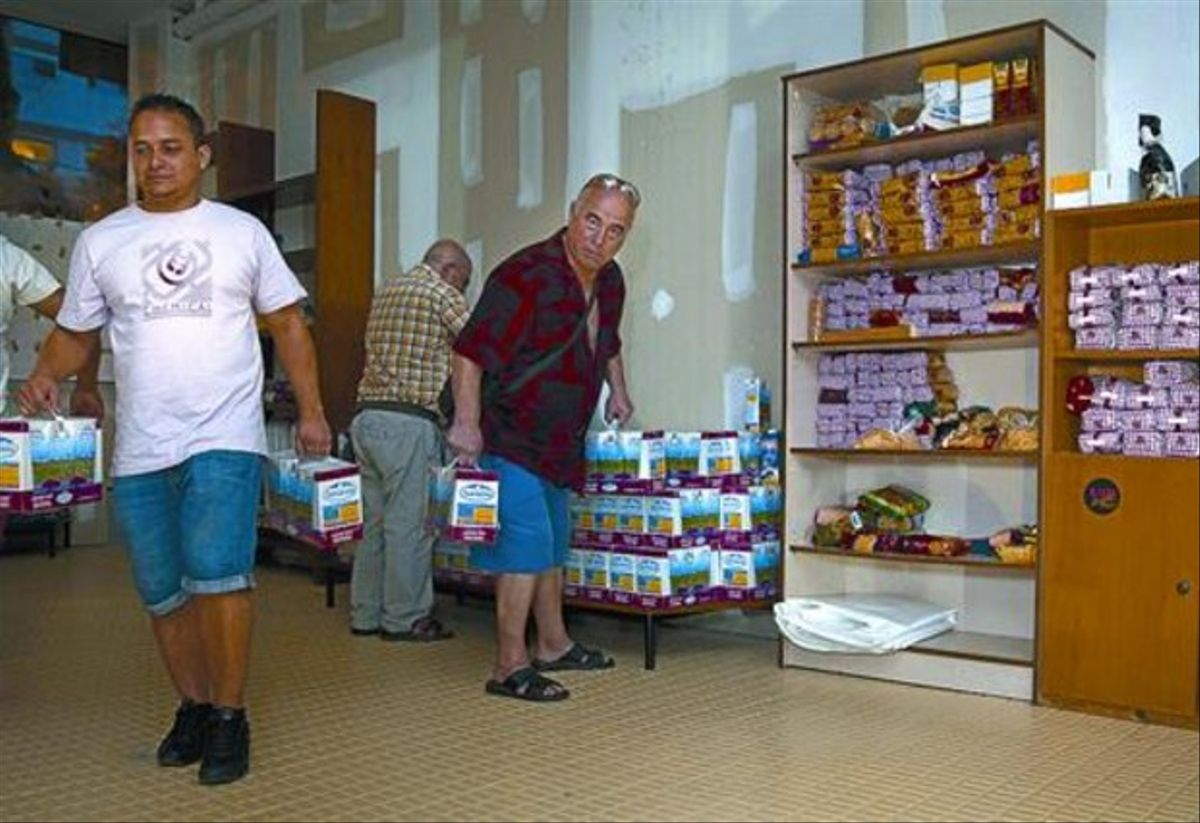 Espacio de emergencia 8El banco de alimentos abierto por los vecinos este agosto en Ciutat Meridiana.