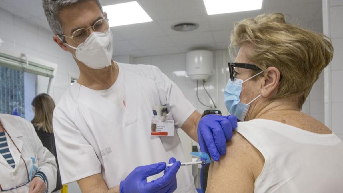 España vacuna a un millón de personas en cinco días