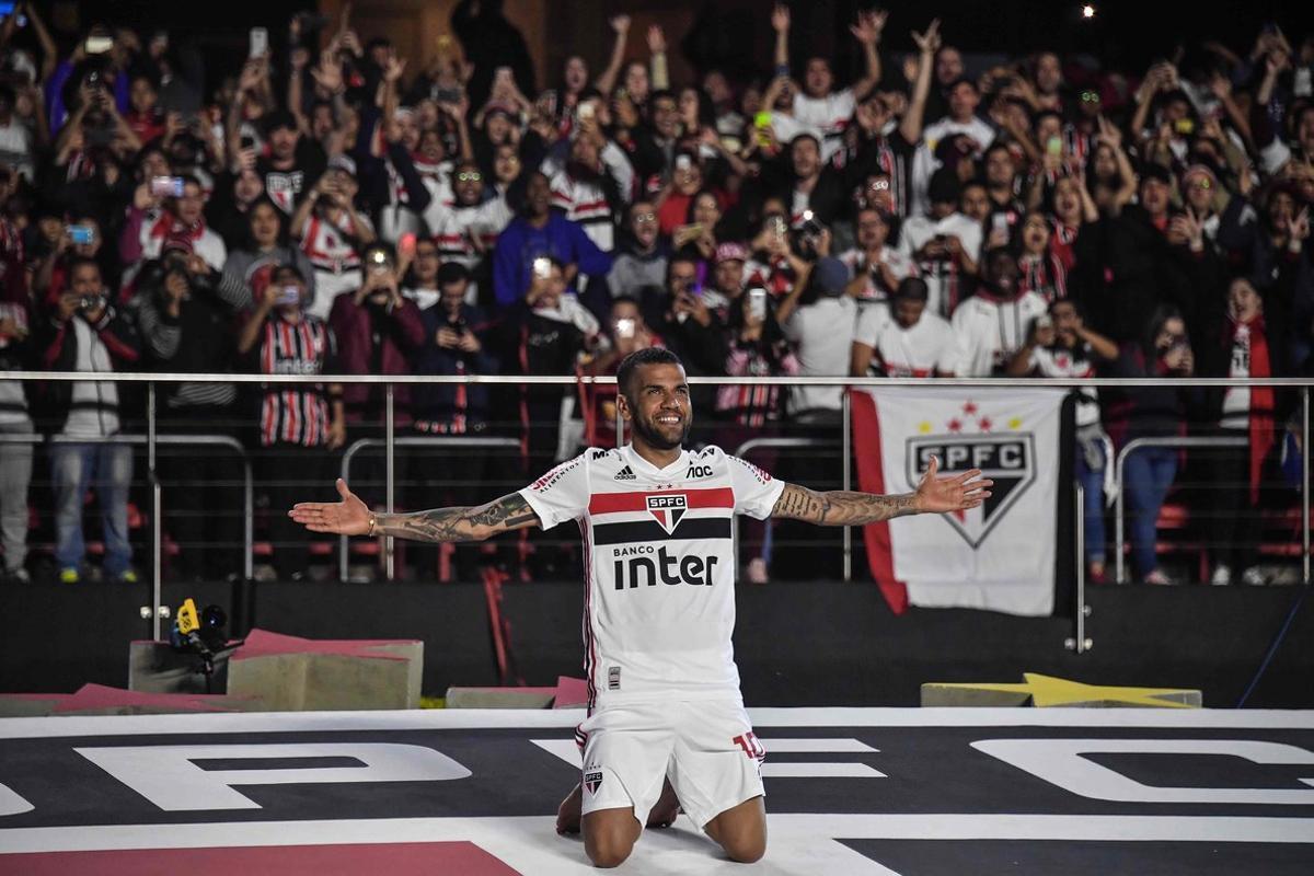 Dani Alves le jura fidelidad al Sao Paulo y le desea suerte a Torrent