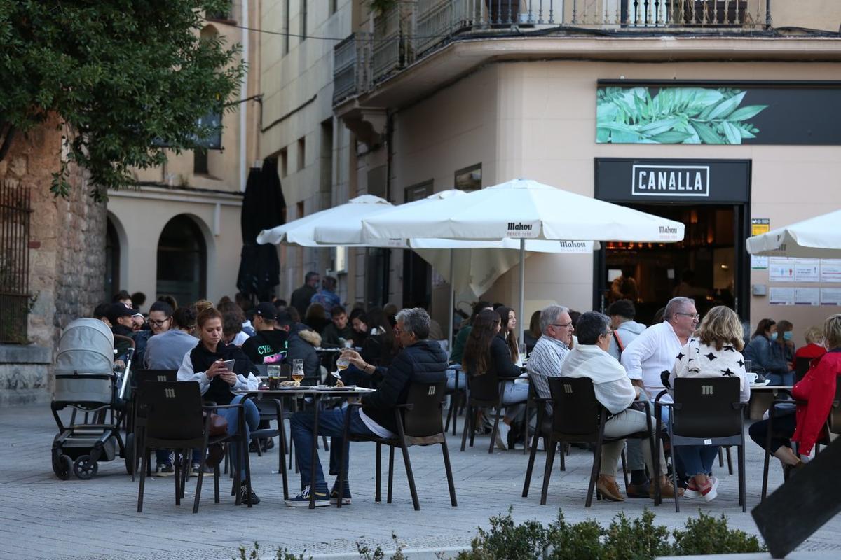 Ambiente en una terraza de Sabadell.