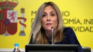 GRAF407. MADRID, 08/01/2018.- La secretaria general del Tesoro y Política Financiera, Emma Navarro, durante la rueda de prensa que ha ofrecido esta mañana para hacer un balance de la financiación del Estado durante 2017, donde ha explicado que el Tesoro español tiene previsto emitir este año un total de 220.00 millones de euros en deuda en términos brutos, en torno al 6 % menos que el año anterior, a lo que ha añadido que las emisiones netas del organismo se situarán en 40.000 millones de euros, un 11,2 % menos que en 2017. EFE/ J.J. Guillen