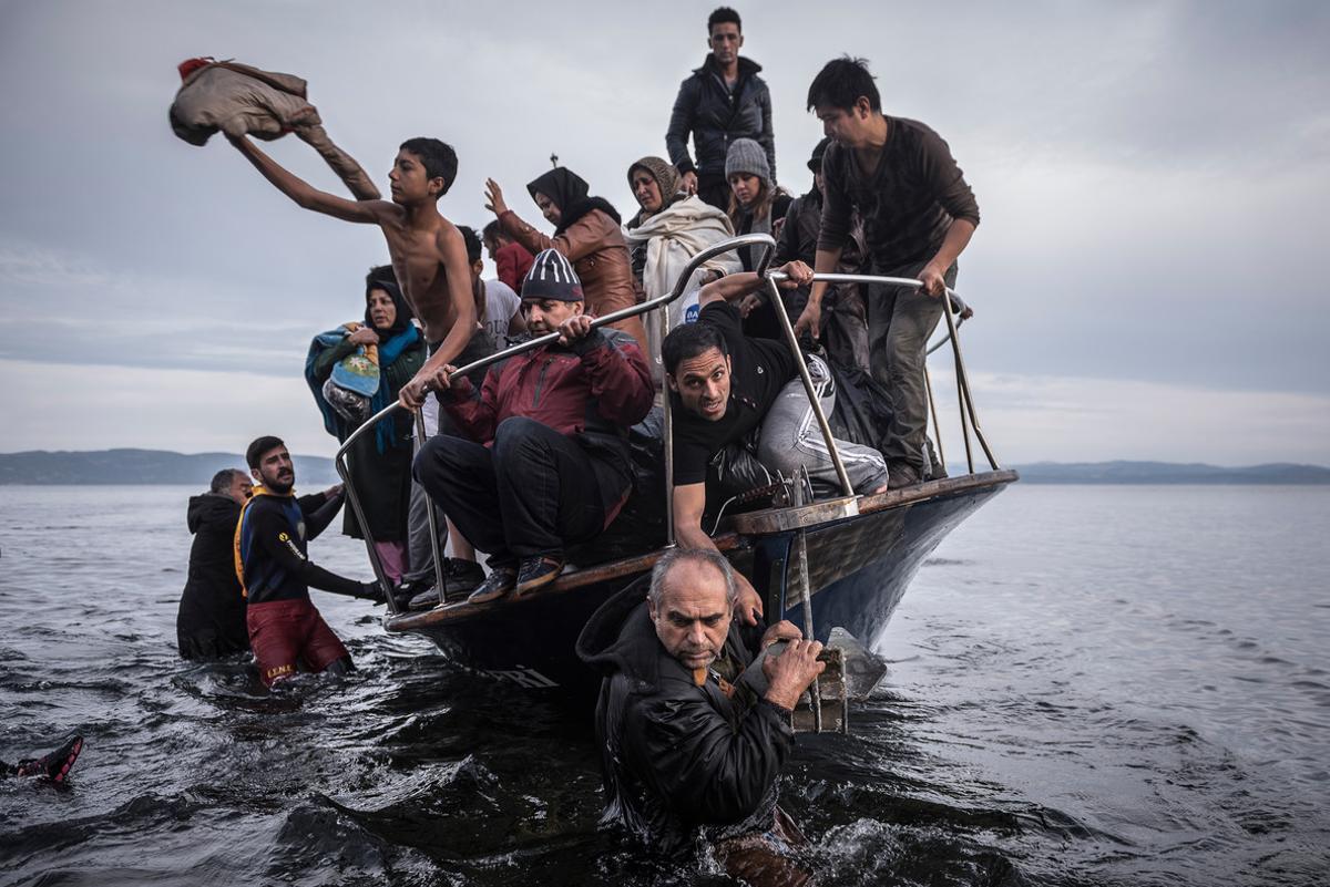 Refugiados llegan a la isla de Lesbos. Una de las fotografías con las que 'The New York Times' se ha llevado un Pulitzer.