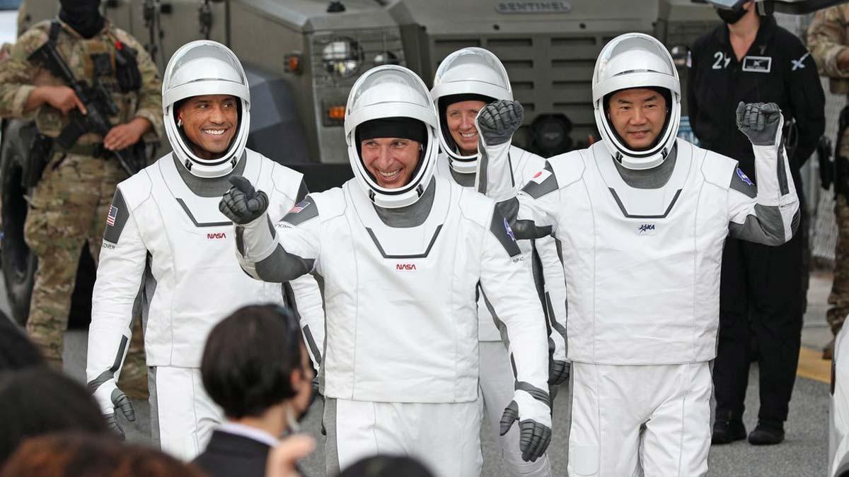 La NASA i SpaceX envien quatre astronautes a l'Estació Espacial Internacional