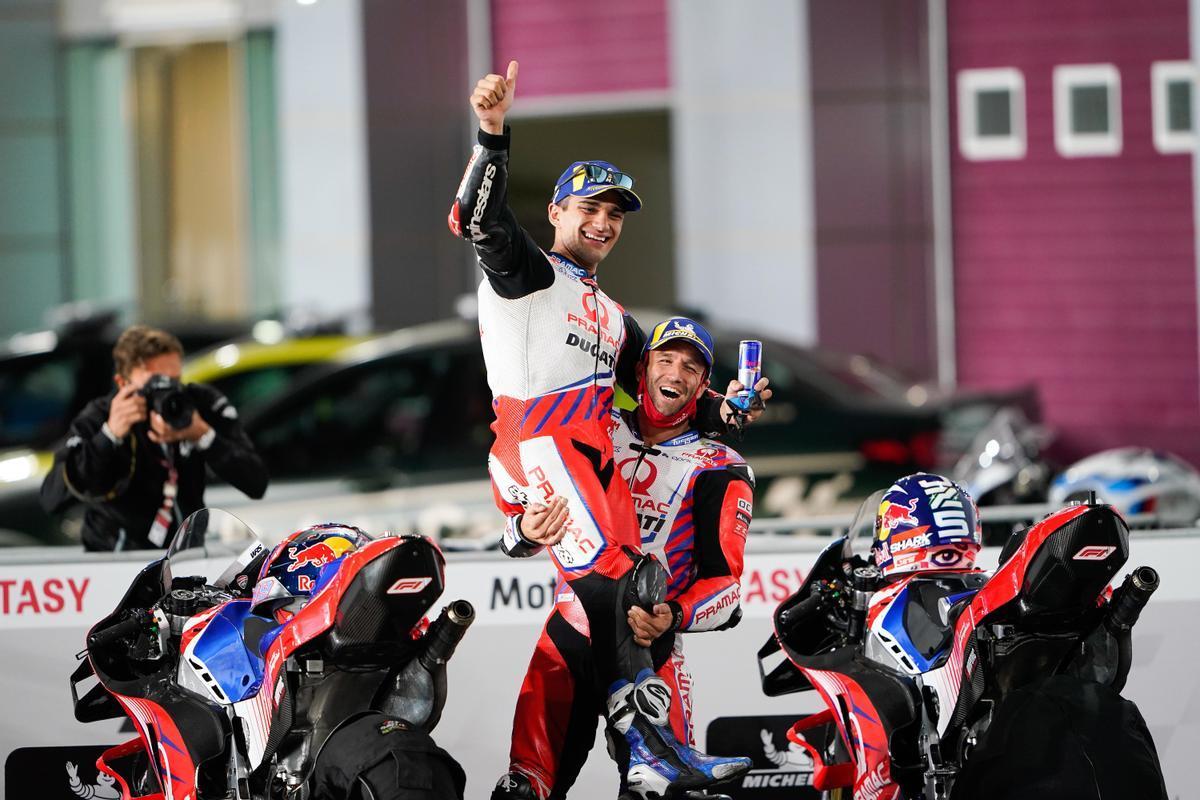 Zarco levanta a Martín tras la carrera de Doha.