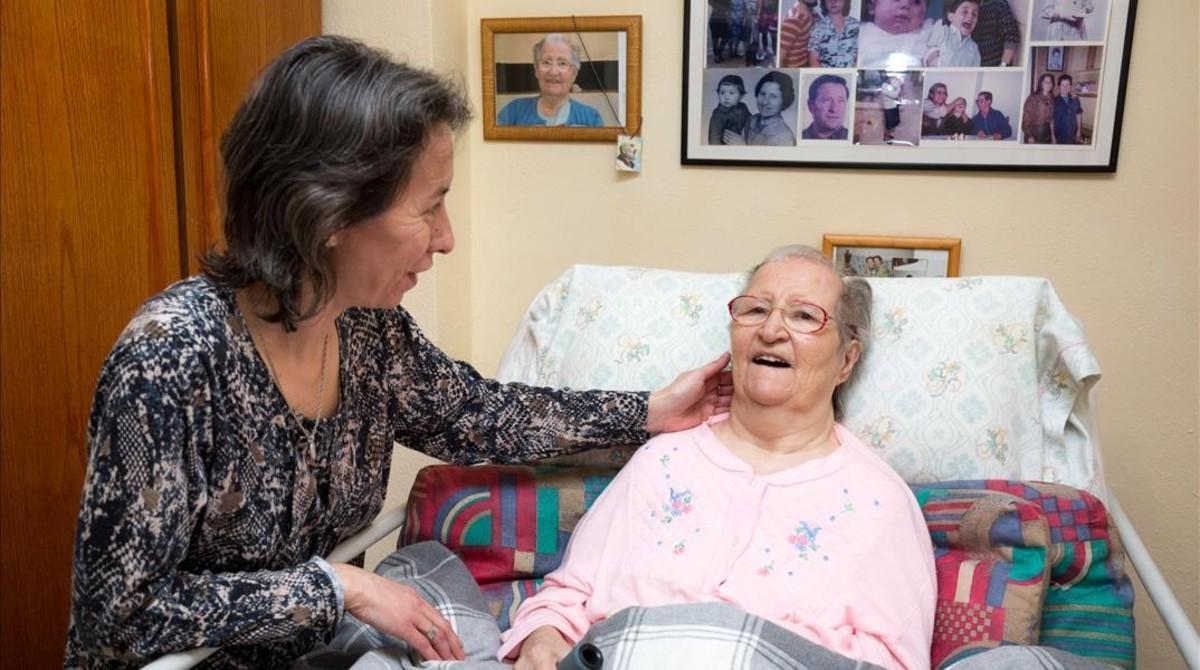 Ángela Torres, con su madre, Juana Padilla.