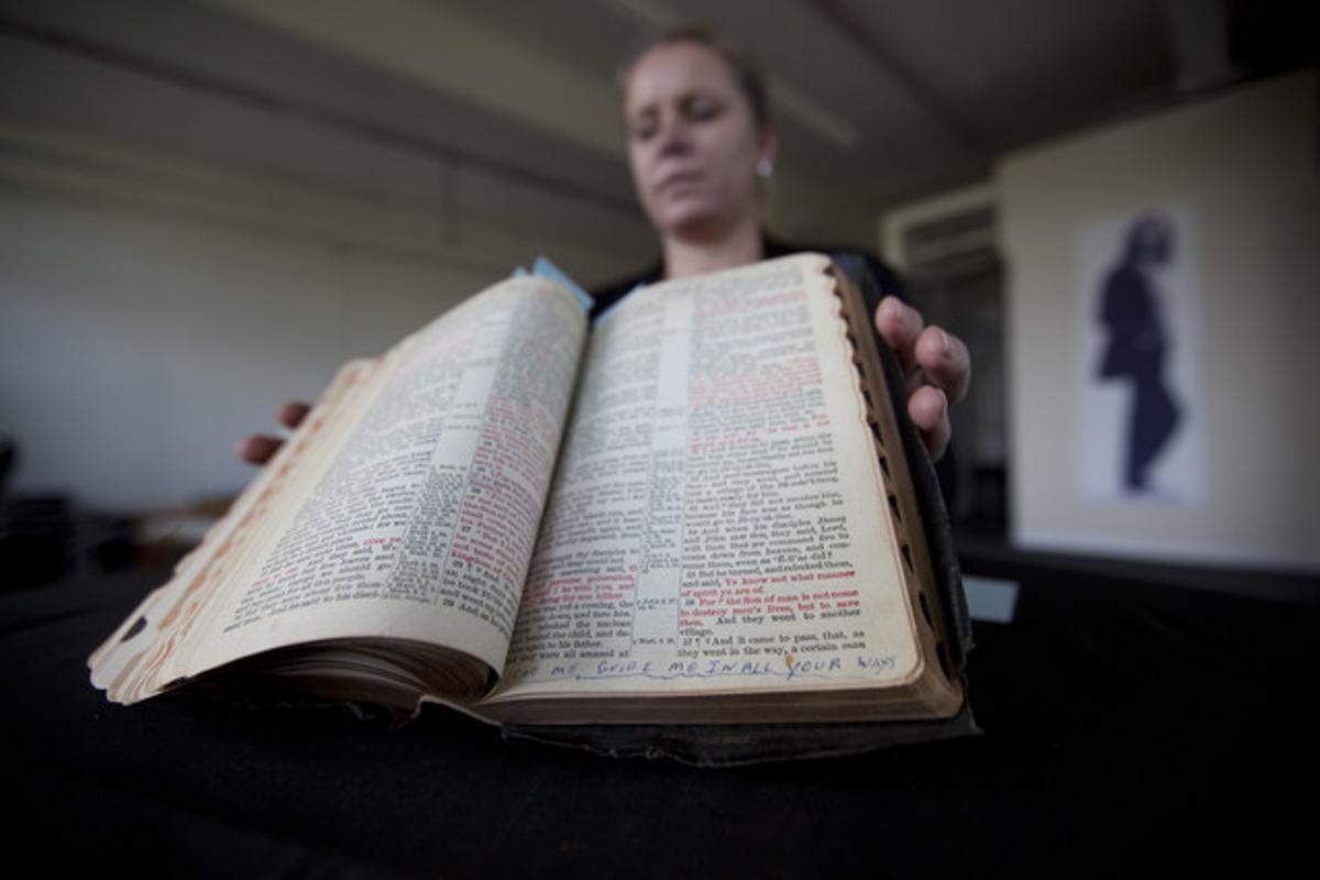 La biblia de Elvis que se ha subastado en Londres.