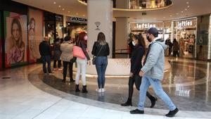 Colas en el Centro Comercial Glòries.