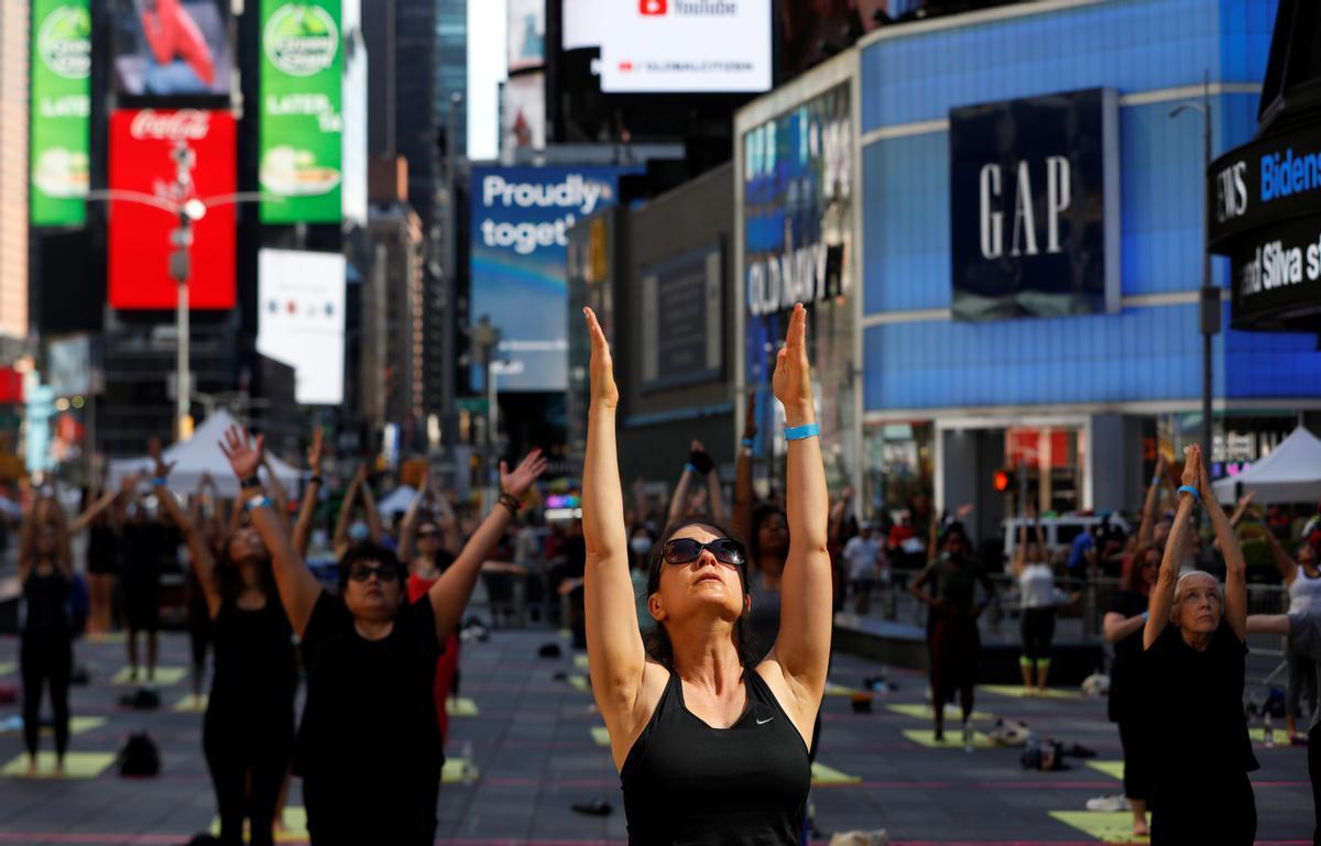 Celebración en la plaza de Times Square de Nueva York del solsticio de verano.