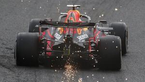El Red Bull-Honda de Max Verstappen saca chispas en Spa.