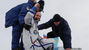 La nau tripulada russa Soiuz MS-09 aterra a l'estepa del Kazakhstan