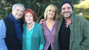 Gemma Nierga, con Roger Pera y sus padres, en 'Els meus pares'.