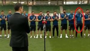 De Gea (segundo por la derecha) evita aplaudira Pedro Sánchez tras su discurso ante los jugadores de la selección.