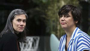 Las editoras Irene Antón (izquierda) y Paca Flores, en el Museo Reina Sofía de Madrid.