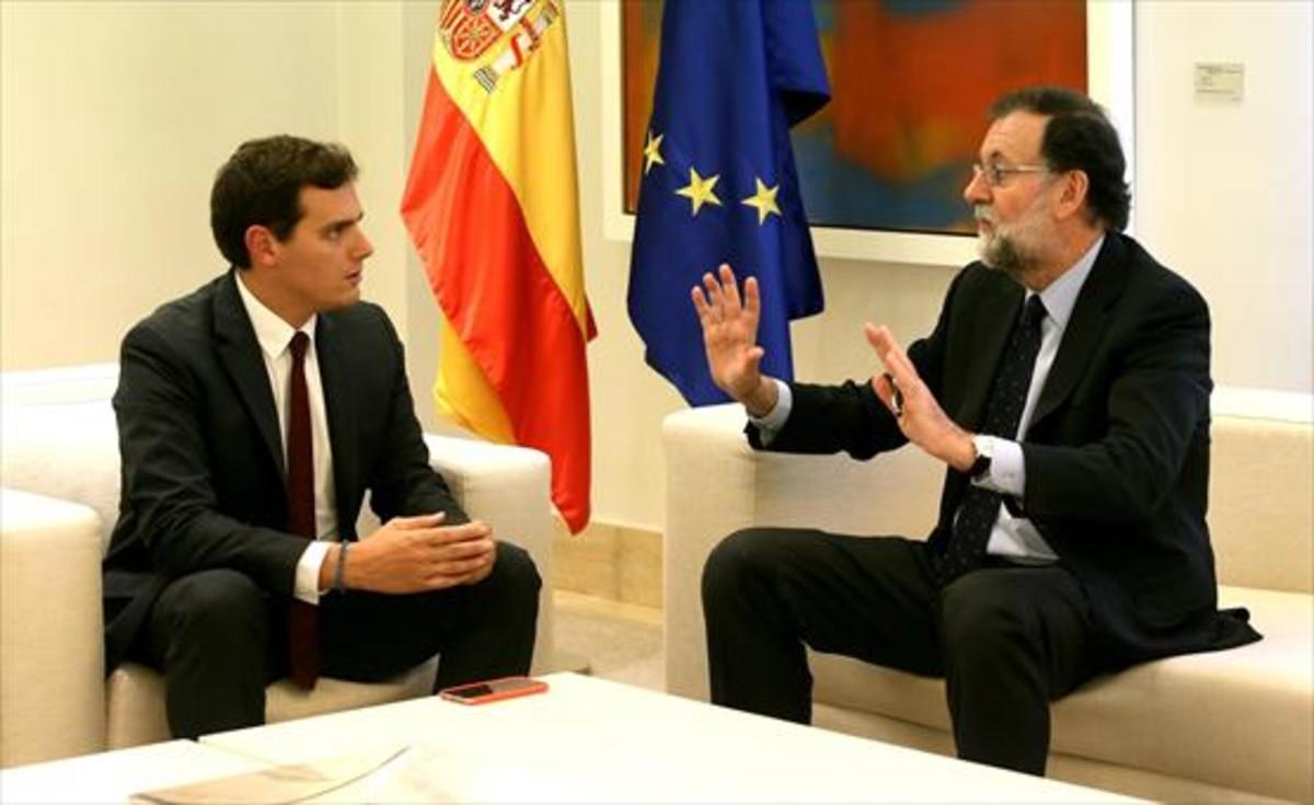El líder de Ciudadanos, Albert Rivera, con el presidente del Gobierno, Mariano Rajoy.