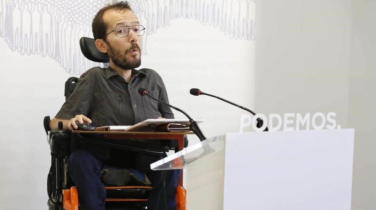 Pablo Echenique, secretario de organización de Podemos, en una rueda de prensa.