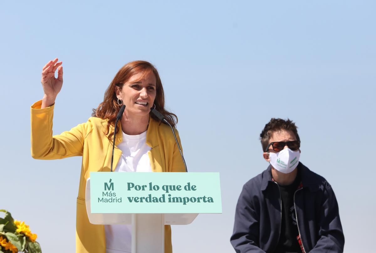 La candidata de Más Madrid, Mónica García, junto al líder del partido, Íñigo Errejón