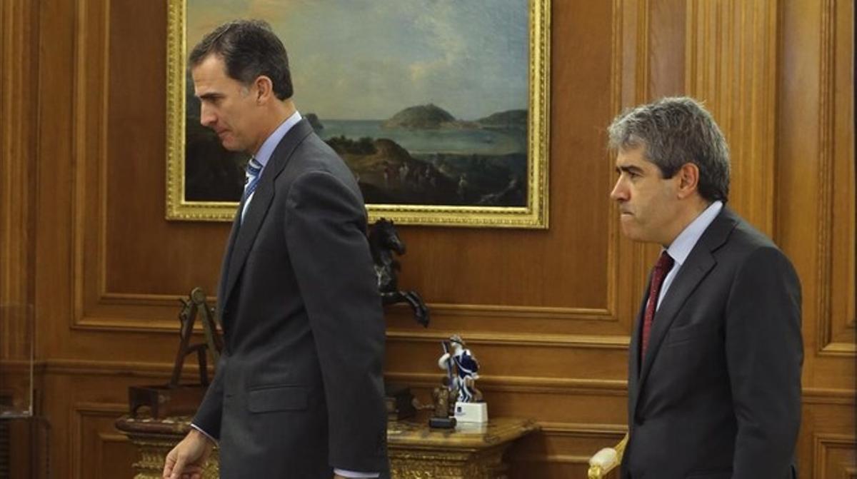 El Rey recibe a Francesc Homs en audiencia en el palacio de la Zarzuela.