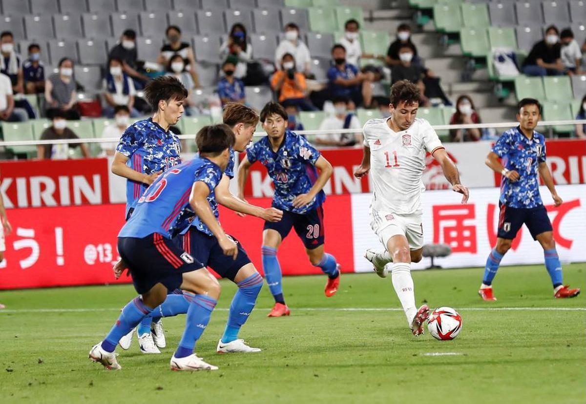 Oyarzabal busca portería en el amistoso previo frente a Japón.