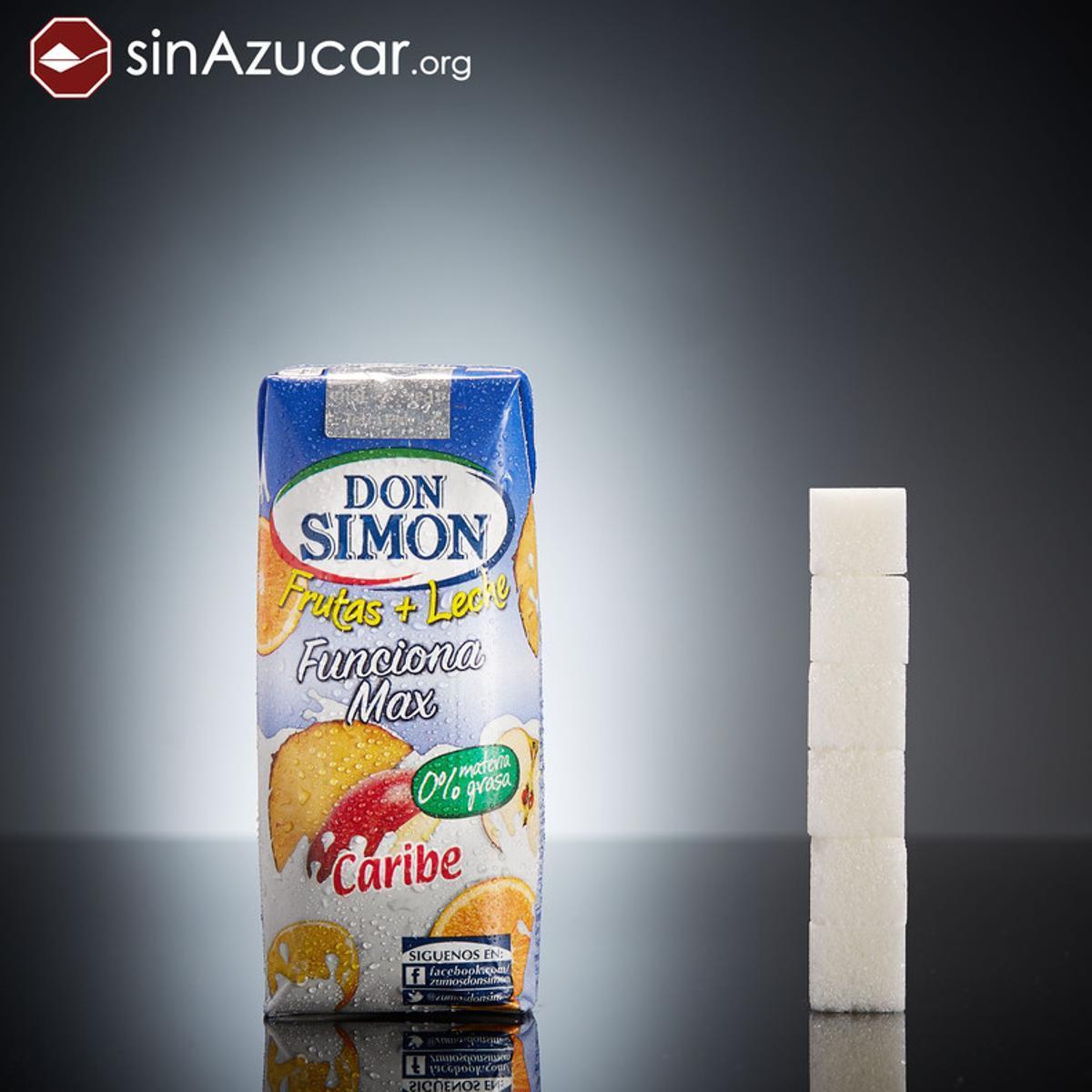 Un brik deDon Simón Funciona Max Caribe (330ml) tiene 23,8 gr de azúcar, casi 6 terrones.