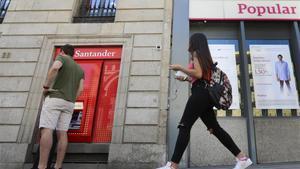 Oficinas del Santander y del Popular.