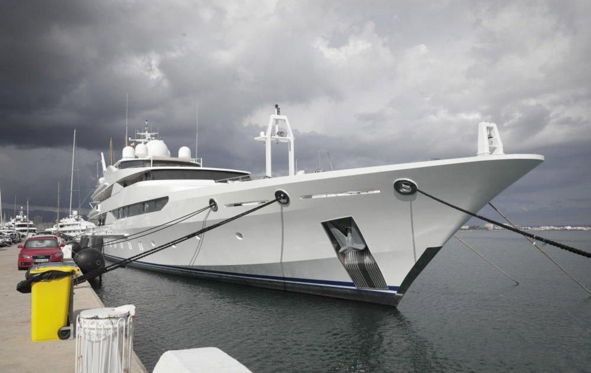 Els tripulants del iot del príncep de Qatar, confinats al barco a Palma