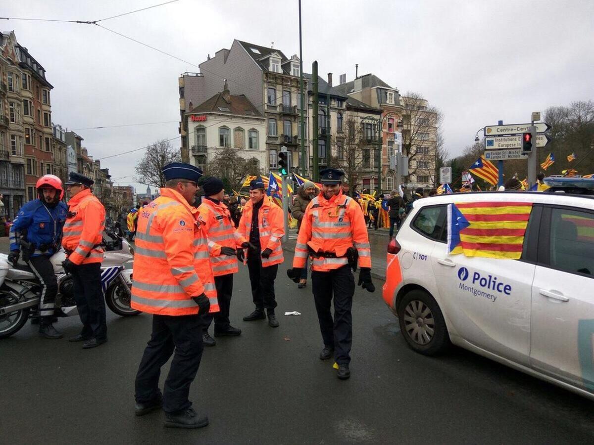 El PP denuncia que la policia belga va lluir estelades durant la manifestació