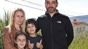Yolanda y su marido Juan Manuel junto a sus dos hijos, Zoe e Izan.