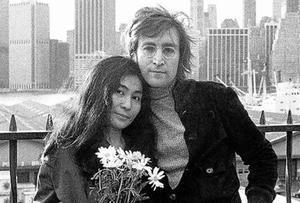 Yoko Ono cree que Lennon  era bisexual