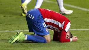El esportinguista Burgui lamenta una ocasión fallada ante el Espanyol.