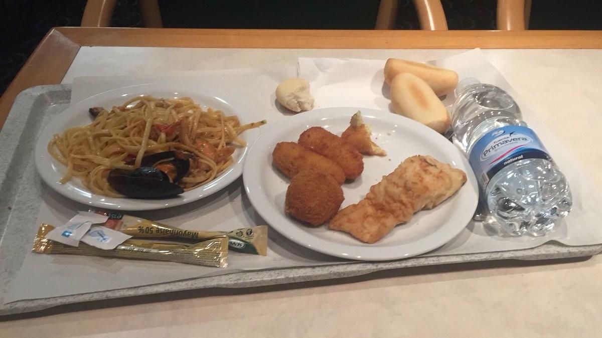 Los platos del menú de Navidad que se les ha servido a los agentes de la Policía Nacional