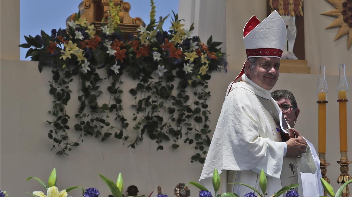 El obispo Juan Barros, en el ojo del huracán por el 'caso Karadima'.