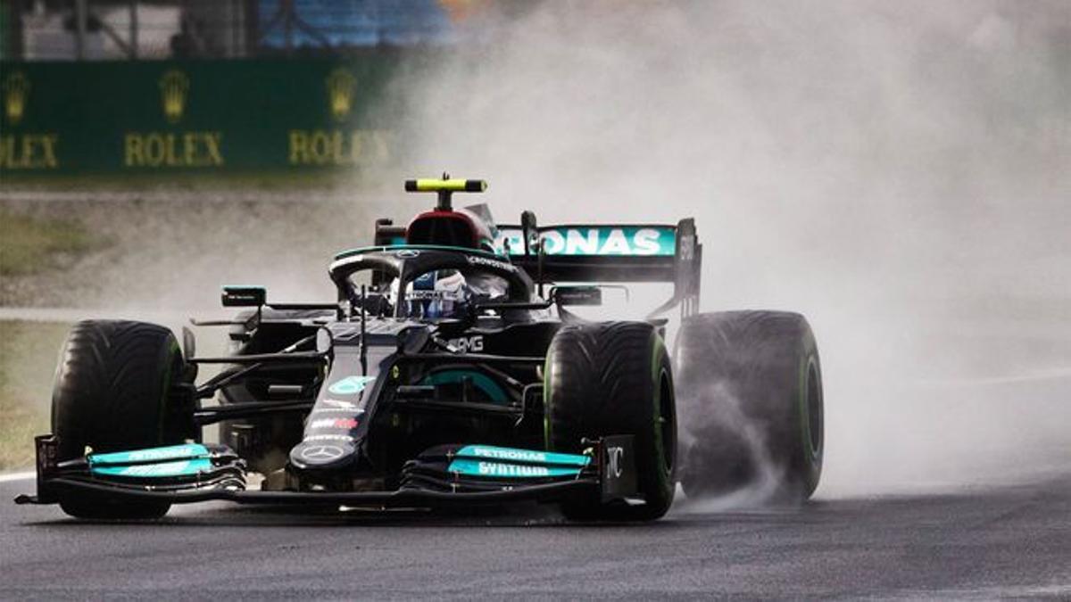 Bottas, con su Mercedes, en Turquía.