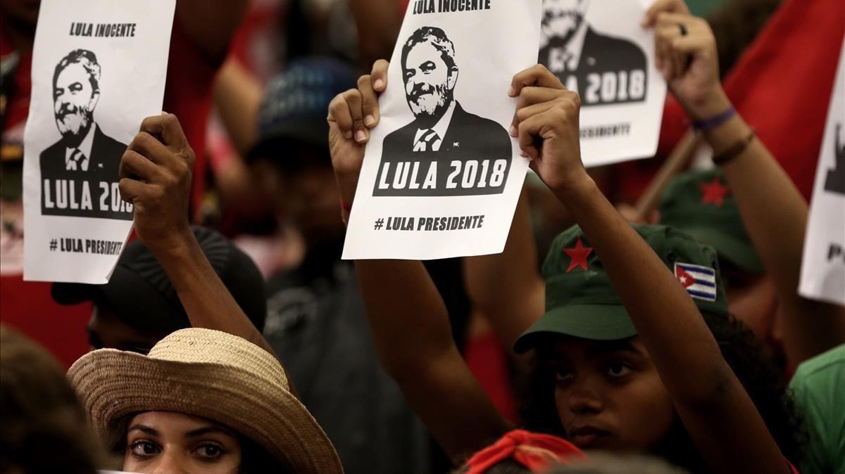 Simpatizantes de Lula da Silva en una manifestación enfavor del exmandatario.