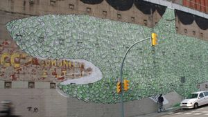 Borrado el grafiti del Tiburón capitalista del artista italiano anónimo Blu que adornaba un muro del barrio de El Carmel desde febrero de 2009.