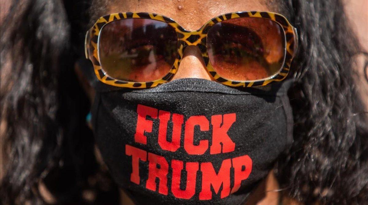 Una de las participantes en la protesta en favor de los derechos de la mujer, en Los Ángeles, el pasado 17 de octubre.