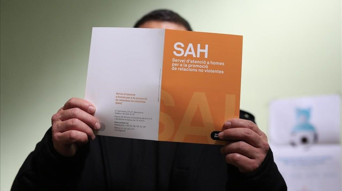 Un usuario del Servicio de Atención a Hombres (SAH) del Ayuntamiento de Barcelona.