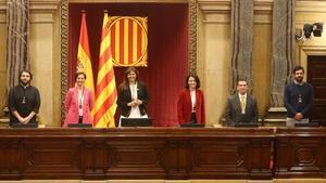Mesa del Parlament recién constiuida.