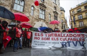 Manifestación de extrabajadores de la radio y televisión valenciana, al cumplirse el tercer aniversario del cierre de Canal 9.