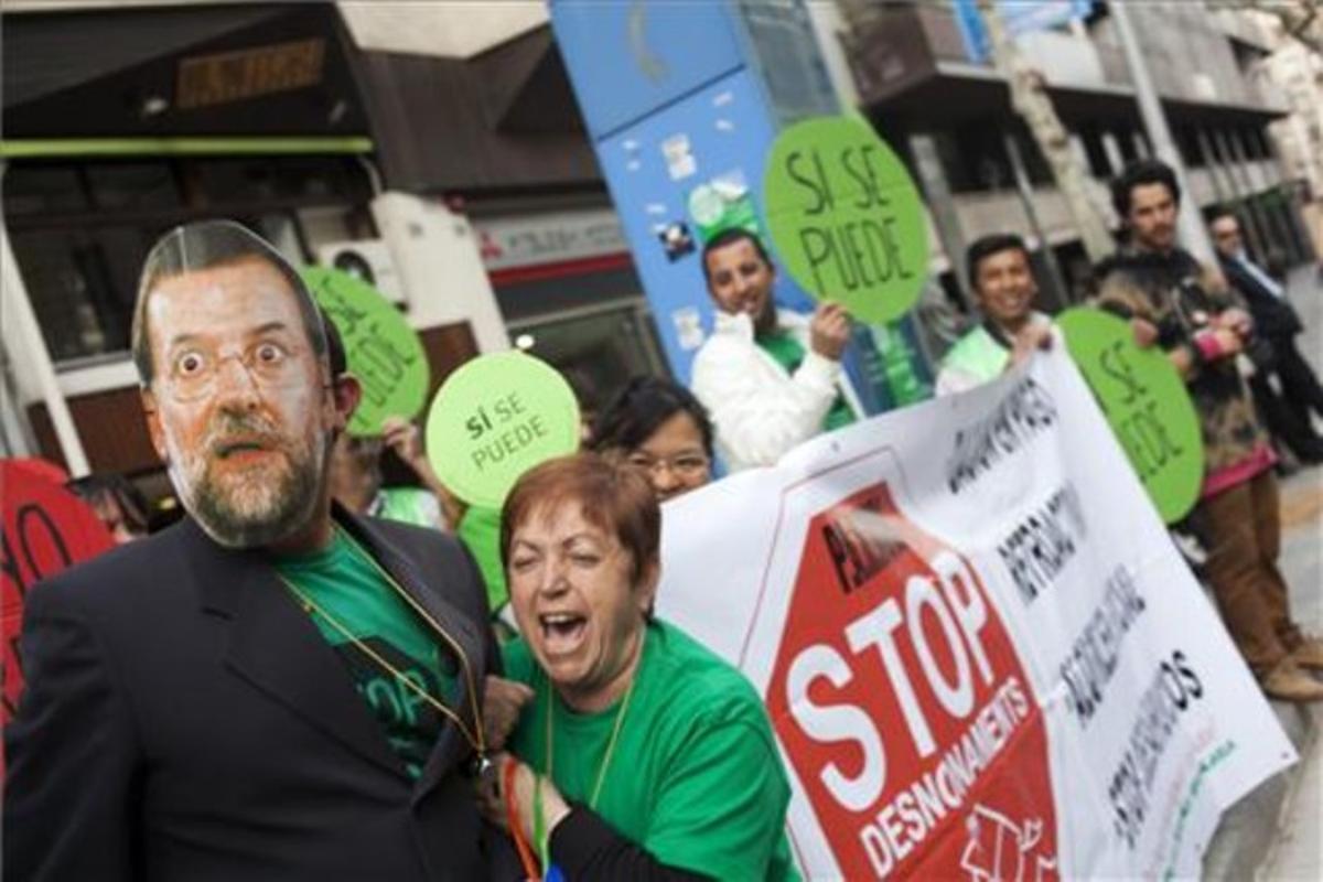 Protesta de la PAH ante la sede del PP de Catalunya, en Barcelona, en abril pasado.