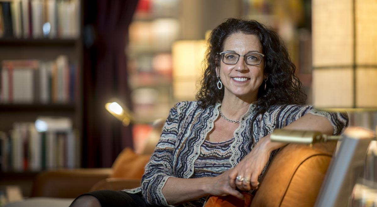 La etnógrafa Kristen Ghodsee, en la Llibreria Finestres.